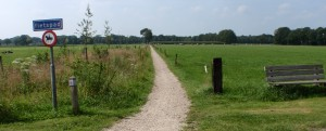 Fietspad gezien vanuit Achterveldweg naar Middendorperweg